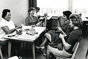 Nähkurse waren in der Katholischen Mütterschule in den 60er-Jahren beliebt - und sind es heute noch. Foto: FBS Saarbrücken
