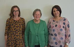 Kursleiterinnen Julia Afgan und Ida Purat mit FBS-Leiterin Nina Andres-Reindorf. Foto: Ute Kirch